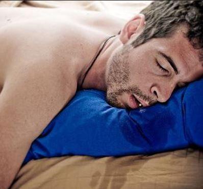 علت ریزش آب دهان در خواب, درمان ریزش آب دهان در خواب,درمان آب دهان روی بالش, خروج آب دهان در خواب