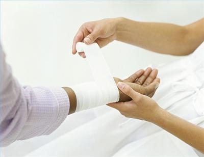 عفونت زخم, پیشگیری از عفونت زخم پا,نحوه پانسمان کردن,کمک های اولیه