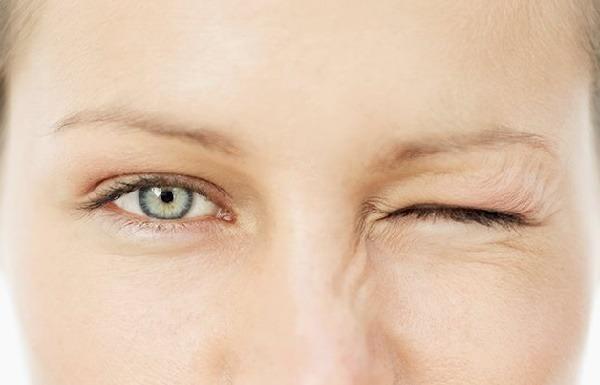 پرش پلک,علت پرش پلک چشم و روش های درمان