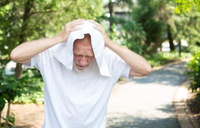 علائم گرمازدگی چیست, کمکهای اولیه گرمازدگی,جلوگیری از گرمازدگی,درمان گرمازدگی با نوشیدنی