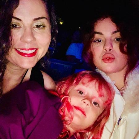 سلنا گومز به همراه مادر و خواهر ناتنی اش